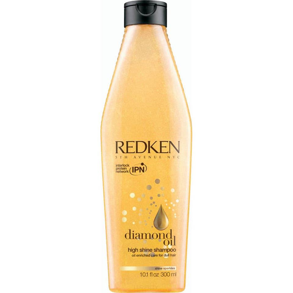 Шампунь обогащенный маслами для восстановления тонких волос Diamond Oil High Shine ShampooШампунь обогащенный маслами для восстановления тонких волос, новое поколение уходов, бережно очищает и придает волосам мерцающий блеск. Очистите и придайте блеск бриллиантов тонким волосам.&#13;<br>&#13;<br>Система Sparkling Oil Complex питают волосы, придавая им невесомую текстуру и многогранный блеск. Технология Shine Strong Complex содержит масла кориандра, камелины и косточек абрикоса для защиты, питания и бриллиантового блеска. Инновационная система доставки питательных компонентов Interlock Protein Network (IPN) укрепляет сердце волоса, обеспечивает прогрессивный косметический эффект с каждым применением.&#13;<br>&#13;<br>Redken Diamond Oil High Shine подходит для окрашенных волос.&#13;<br>&#13;<br>&#13;<br>&#13;<br>Применение:&#13;<br>&#13;<br>Нанести на влажные волосы шампунь, вспенить массирующими движениями, тщательно смыть. При попадании в глаза немедленно промыть водой.&#13;<br>&#13;<br>&#13;<br>&#13;<br>Состав:&#13;<br>&#13;<br>Aqua / Water / Eau, Sodium Lauryl Sulfate, Cocamidopropyl Betaine, Sodium Chloride, Hydroxypropyl Guar Hydroxypropyltrimonium, Chloride, Parfum / Fragr...<br>