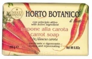 Мыло Морковь, 250 гр.Морковь от NESTI DANTE Horto Botanico - это кусковое мыло ручной работы, основанное на растительных экстрактах. Главным компонентом здесь является морковная вытяжка. Ценность главного компонента - каротиноидов - заключается в том, что кожа их прекрасно воспринимает. Такое мыло способствует сохранению молодости кожи и тонизирует ее. Для средства также характерен тончайший приятный аромат.<br>