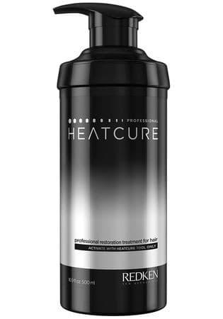 Профессиональный уход Heatcure Professional Restoration Treatment, 500 млУникальный профессиональный уход созданный для мгновенного восстановления сильно поврежденных, чрезмерно сухих и запутанных, непослушных волос. Сыворотка Heatcure   содержит уникальный состав для мгновенного восстановления поврежденной поверхности волос. Работает вместе с нагревающим приспособлением от Редкен, но дома можно использовать обычный утюжок для выпрямления волос на температурном режиме не более 140С (любой утюжок работает в нескольких температурных режимах при максимальном нагреве до 230С. Необходимо выбрать средний и самый слабый нагрев, при котором волосы не будут выпрямляться, как обычно, но достаточно нагреваться для активации сыворотки)<br>